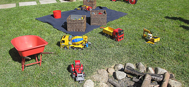 TOYS IN THE YARD